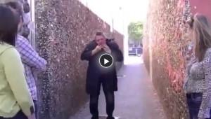 Hapşırınca Kafası Düşen Adam Kamera Şakası Çok İlginç